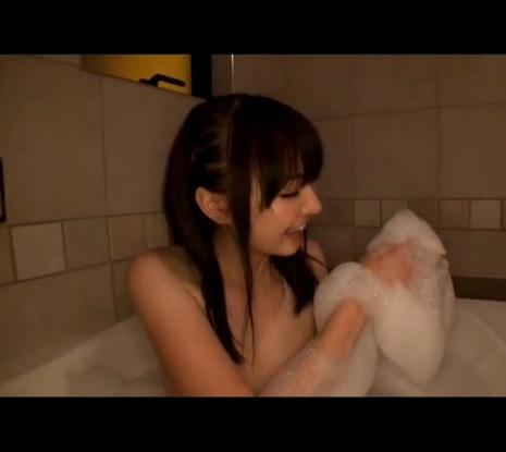 【超美乳】美少女の服を脱がせると超美乳!激しくチン○を出し入れされ絶頂!