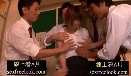 生徒に撮影レイプされ、それをネタにさらに輪姦される美少女教師