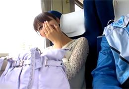 在日本特急電車的車廂中發生的不倫….
