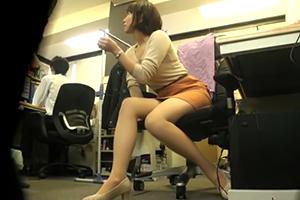 【盗撮】美女老闆娘用身體付我的加班費…這樣好嗎