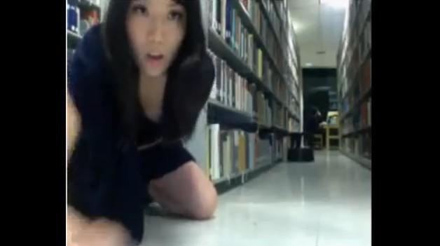 圖書館驚現「DIY啪啪女」背後自習的男生她這麼High你知道嗎(附影片)
