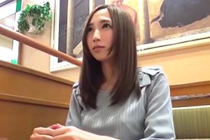 [人妻線上看片]自宅年輕人妻不知在想什麼 連中出都可以直接答應…