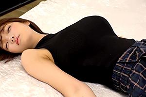 19歲清新美少女《菊川三葉》捧E奶證明自己很能幹 驚現天菜級競奶