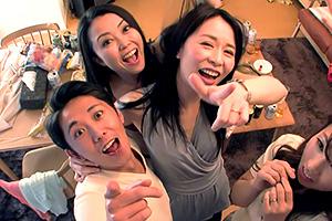 與日本素人人妻亂交幹砲自拍視訊短片網上瘋傳