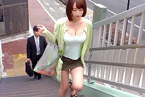紅杏出牆被察覺…篠田ゆう在公車上臭臉被痴漢中出!